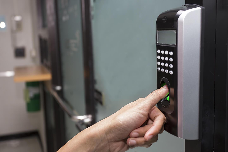 Sécurité électrique et contrôle entrée digitale informatiques